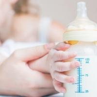 Омичка решила уложить спать чужого новорожденного нашатырным спиртом