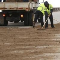 На омские дороги уже высыпали 4 тысячи тонн реагентов