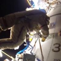 Появилось видео прогулки космонавтов в открытом космосе