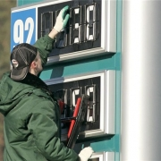 "Суд в Петербурге заставил ""Газпромнефть"" снизить цену на топливо для омичей"