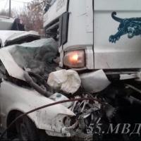 В Омске на Демьяна Бедного водитель и пассажир легковушки погибли под бетономешалкой