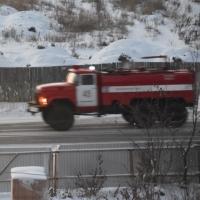 Омские пожарные потушили загоревшийся на ходу автобус