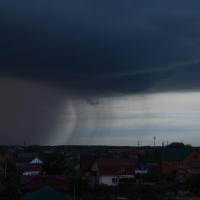 В Омской области на выходных ожидается дождь, гроза и сильный ветер