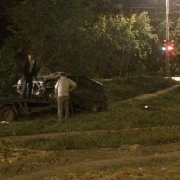 В Омске на Комкова авто эвакуировали посреди ночи