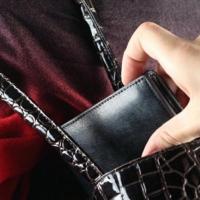 Полицейские Омска предотвратили кражу кошелька пенсионерки