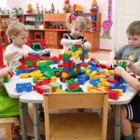 В Омске значительно поднялась плата за детский сад