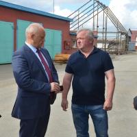 Виктор Назаров проверил ход уборки зерна в Одесском районе Омской области
