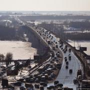 В Омске впервые за 20 лет заменят асфальт на мостах