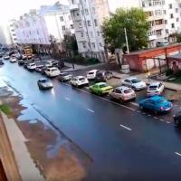 В Омске из-за неправильной разметки на Пушкина машины не помещаются в полосу движения