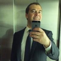 """Дмитрий Медведев предпочёл Youtube """"Первому каналу"""""""