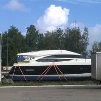 В Омской области на трассе замечена 12-метровая яхта