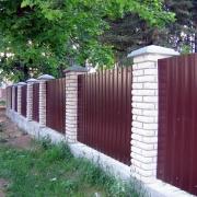 Варианты строительства заборов для различных целей