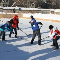 В Омске стартовал турнир по хоккею на снегу на призы Деда Мороза