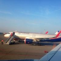 Пассажира самолета, приземлившегося в Омске, увезли в больницу