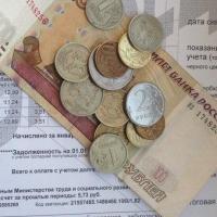 Приставы взыскали с омичей 405 млн рублей долгов по коммуналке