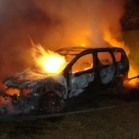 В Омске полностью сгорел почти новый «Mitsubishi Outlander»