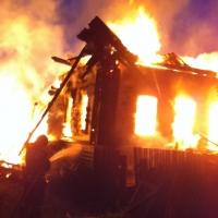 В Калачинском районе молния спалила дом