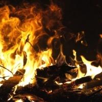 В Омске более 30 пожарных тушили гаражи