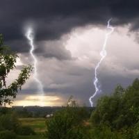 Грозовая погода с градом и дождем сохранится в Омской области