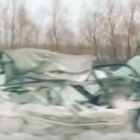 На Красноярском тракте грузовик расплющил легковушку, один человек погиб