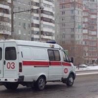 В Омске неизвестный ударил девушку топором по голове