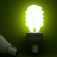 В 13 школах Омской области лампы горели с нарушением закона