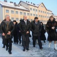 Компании «Сибцентрострой» придется устранить недочеты в здании омской школы