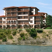 Недвижимость в Болгарии продолжает дешеветь
