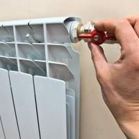 Омичи жалуются на холодные батареи в квартирах