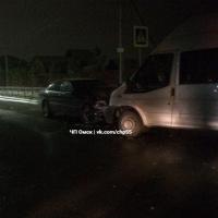 Водитель Мерседеса устроил ДТП в Омске, выехав на встречку