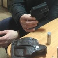 Пьяный омич украл и продал пистолет знакомого