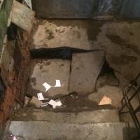 В одном из омских домов провалился бетонный пол