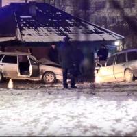 На Харьковской улице в Омске столкнулись две легковушки