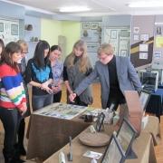 Омский музей выставит кулоны из зубов и диадемы из костей