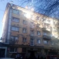 Пожилого омича увезли в реанимацию из горящей квартиры