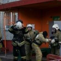 Из-за пожара в омской многоэтажке эвакуировали 30 человек
