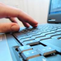За оскорбление полиции в соцсетях жительницу Кормиловки лишили компьютера