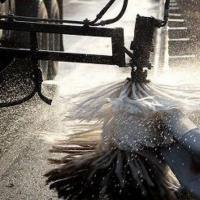 Дороги Омска помоют шампунем