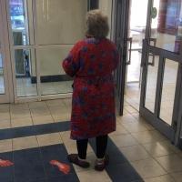 В Омске ищут родственников пенсионерки без памяти