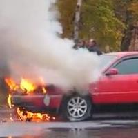Огонь погубил две машины в Омске