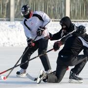 """Хоккеисты омского """"Авангарда"""" меняют вид спорта и бьются друг с другом"""