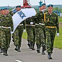 Первые лица области с утра поздравили десантников с днем ВДВ