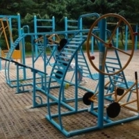 В Советском парке установили силовые тренажёры и новую игровую площадку