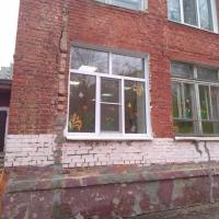 Омичи бьют тревогу по поводу трещин в здании детсада №310