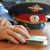 Омские бизнесмены хотели подкупить полицейского за 100 тысяч рублей