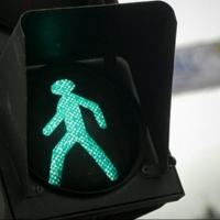 На пешеходном переходе в Омске иномарка сбила трех женщин