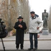 Эдвард Радзинский прогулялся по Омску