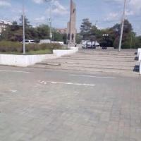 Омские дорожники ликвидировали провал плитки на набережной