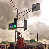Омичи попросили перенастроить светофор для пешеходов на Ленина