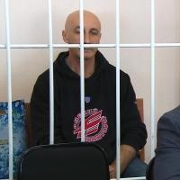 В суде Меренков предстал с новой стрижкой и в толстовке «Авангарда»